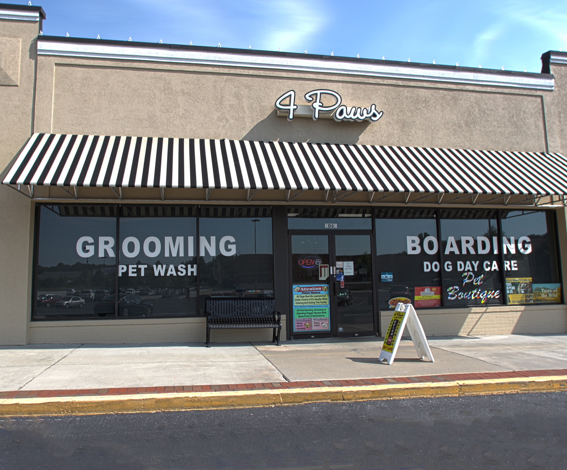 Spartanburg, South Carolina, Greenville, Dog Grooming, Cat Grooming, 4 Paws, Pet Supplies, Dog Boarding, Doggy Day Care, Dog Food, Dog Treats, Dog Leashes, Dog Collars, Dog Toys